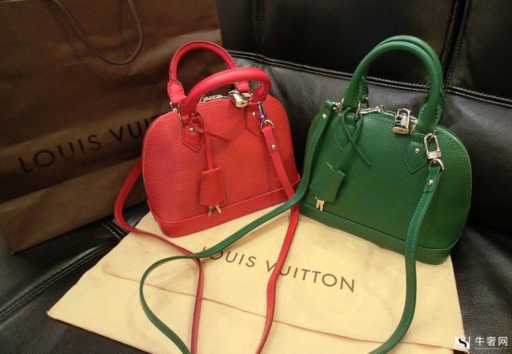 人人都知道迪奥品牌,这是法国著名的奢侈品牌。这是一个人们不能忽视的品牌,不仅在时尚、化妆品方面,而且在包包方面。当你给女朋友口红时,你可以顺便选一个包。那么,奢侈品包包中哪个迪奥包更受欢迎呢?