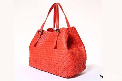 葆蝶家红色编织牛皮包包回收多少钱